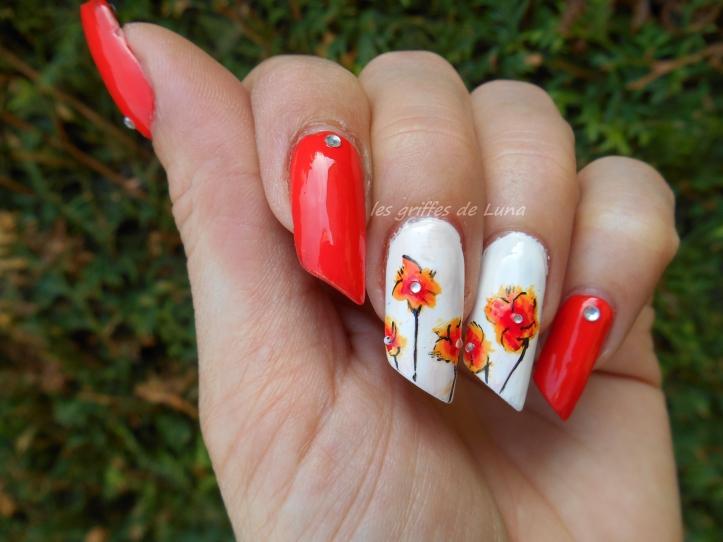 Nail art Orangé & fleurs légères 5