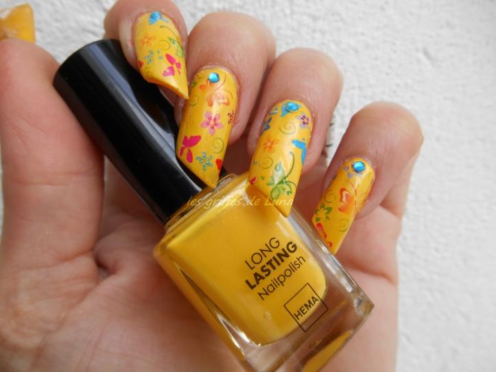 Nail art Yellow is fun 1