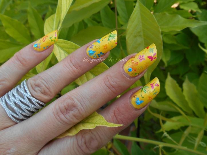 Nail art Yellow is fun 2