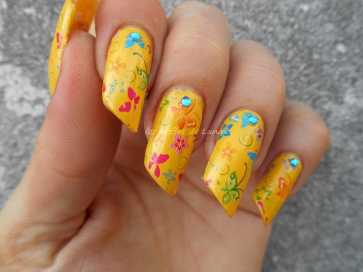 Nail art Yellow is fun 3