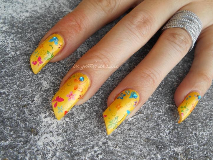 Nail art Yellow is fun 4