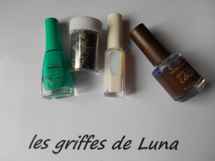 Nail art Green & stones materiel