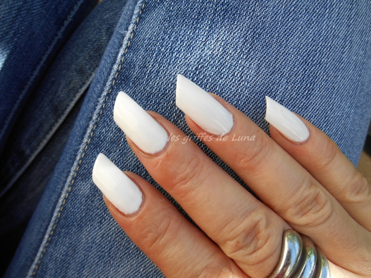 URBANAILS So white 3