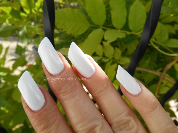 URBANAILS So white 4