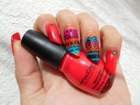 nail-art-stamping-inverse-ethnique-1