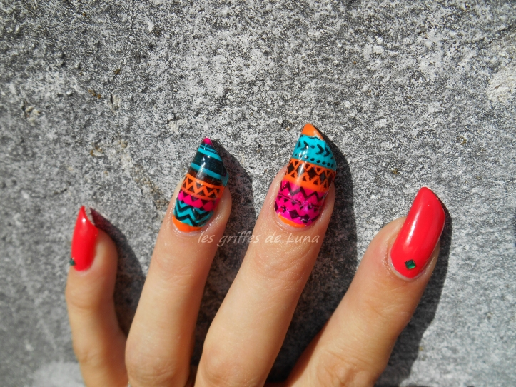 nail-art-stamping-inverse-ethnique-3