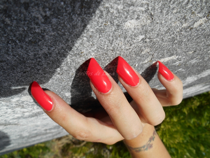 sinfulcolors-1122-energetic-red-1