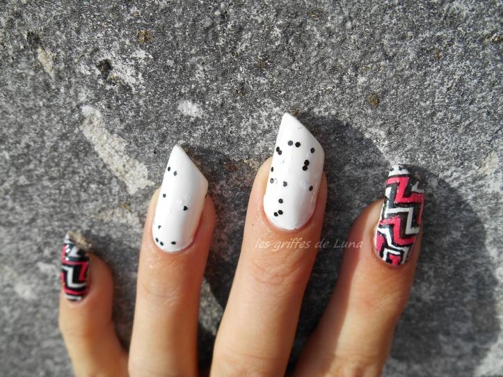 nail-art-zig-zag-en-stickers-1