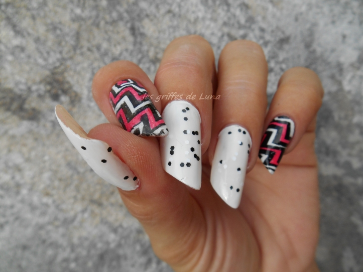 nail-art-zig-zag-en-stickers-2