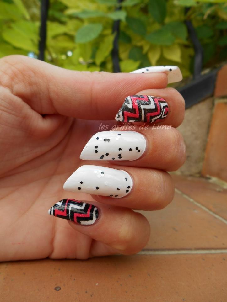nail-art-zig-zag-en-stickers-4