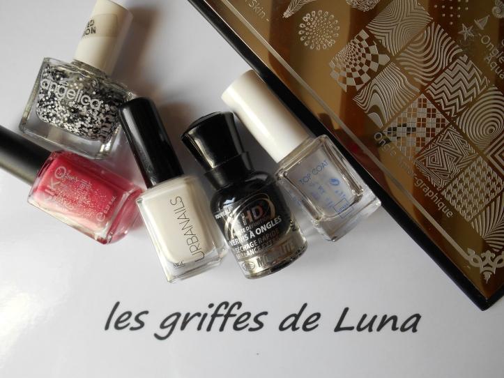 nail-art-zig-zag-en-stickers-materiel