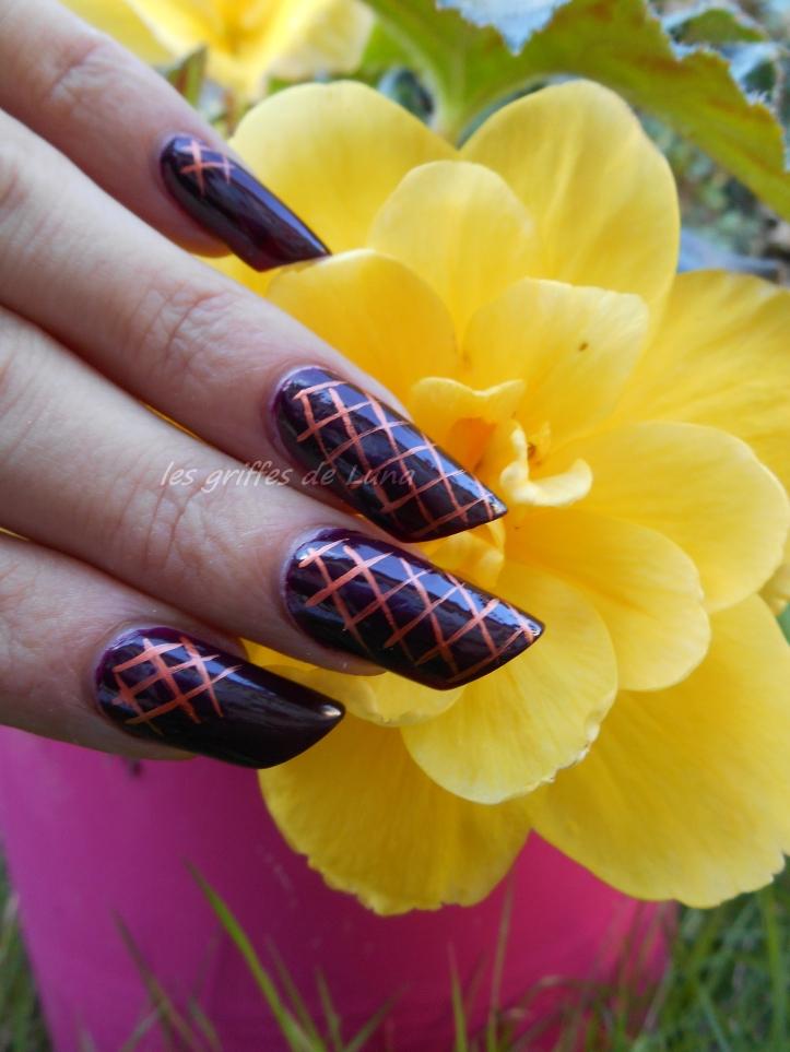nail-art-quadrillage-simple-1