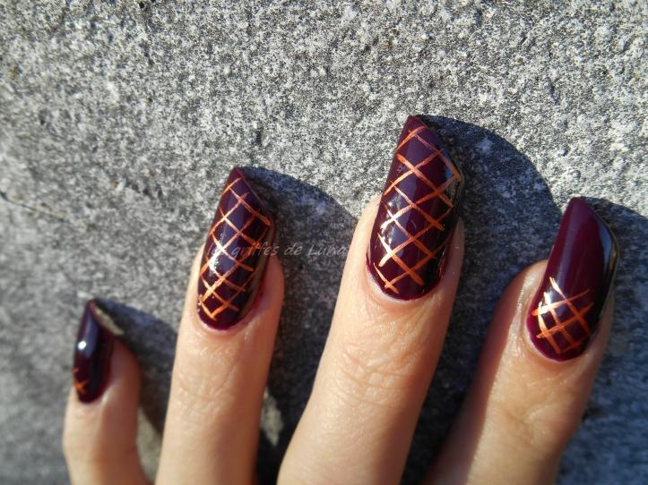 nail-art-quadrillage-simple-2