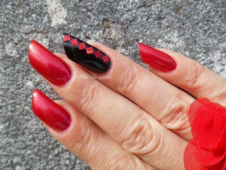 nail-art-rouge-noir-1