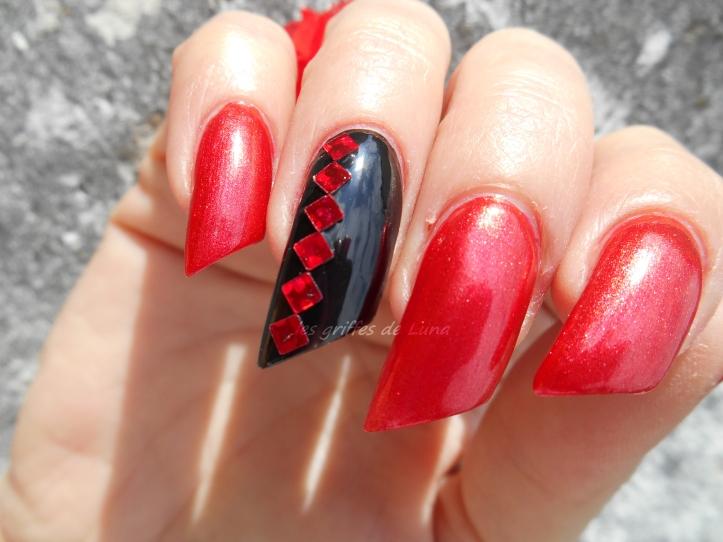 nail-art-rouge-noir-2